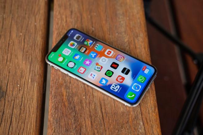 có nên mua điện thoại iphone xách tay hay không?